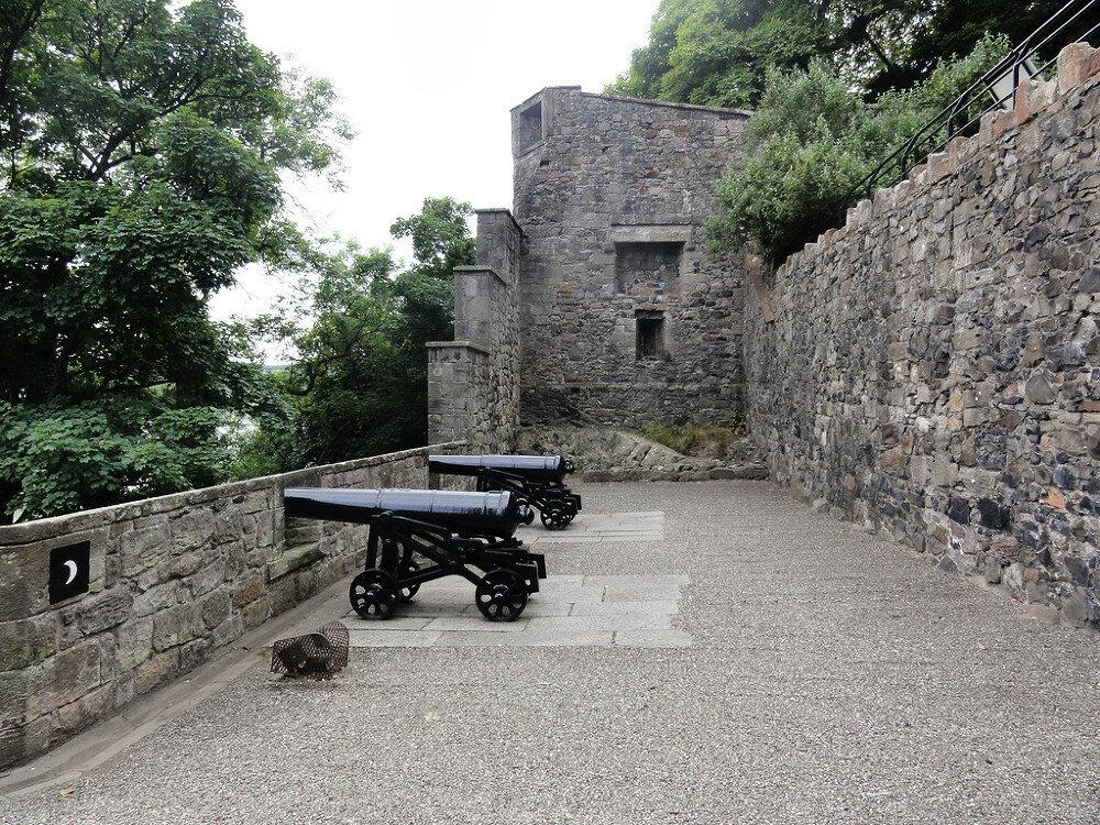 fs1000x800px-Dumbarton_Castle_4.jpg
