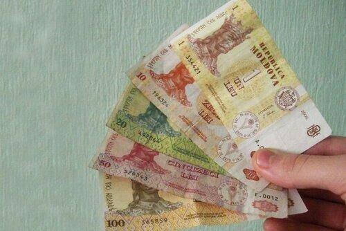 Молдавские власти пообещали в 2017-м пенсии на уровне 1400 леев