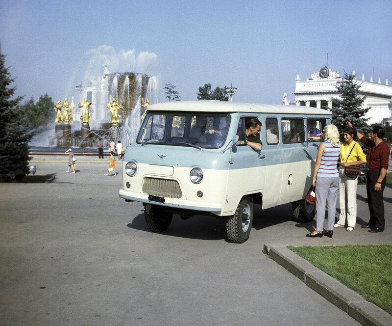 1970 Советский автобус УАЗ-452 В, выпускаемый с 1965-го года Ульяновским автомобильным заводом. Рунов, РИА Новости.jpg