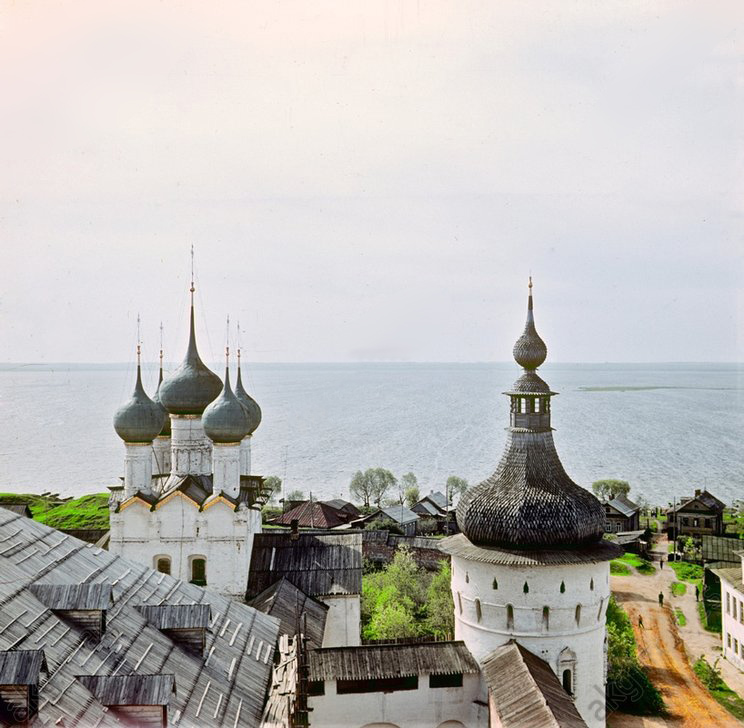 1966 Rostov Kremlin on Lake Nero2.jpg