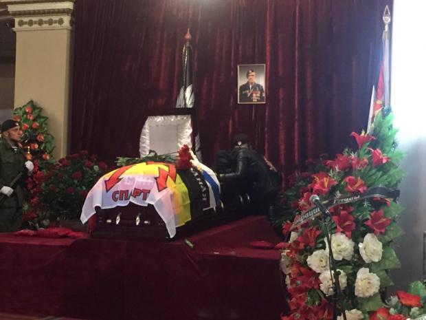 Земля бетоном: Появились первые фото с похорон Моторолы
