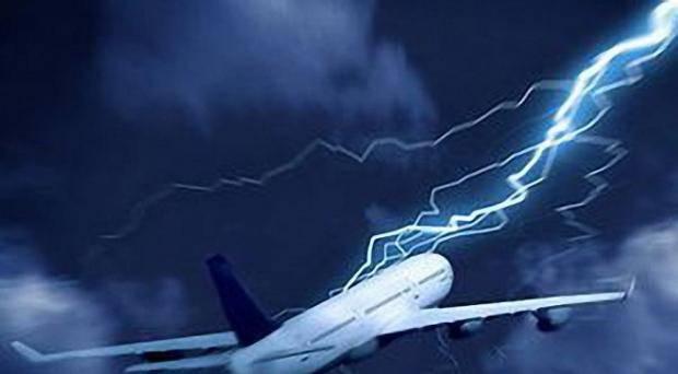 Кара небесная: Молния поразила самолет, летевший в Москву