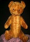 """Носова Александра Витальевна_7 лет  """"Самая старинная кукла"""" Этот мишка ровесник моей бабушки. Его ей подарили, когда бабушке исполнился один год.  Внутри игрушки - опилки. Ему сейчас 61 год."""
