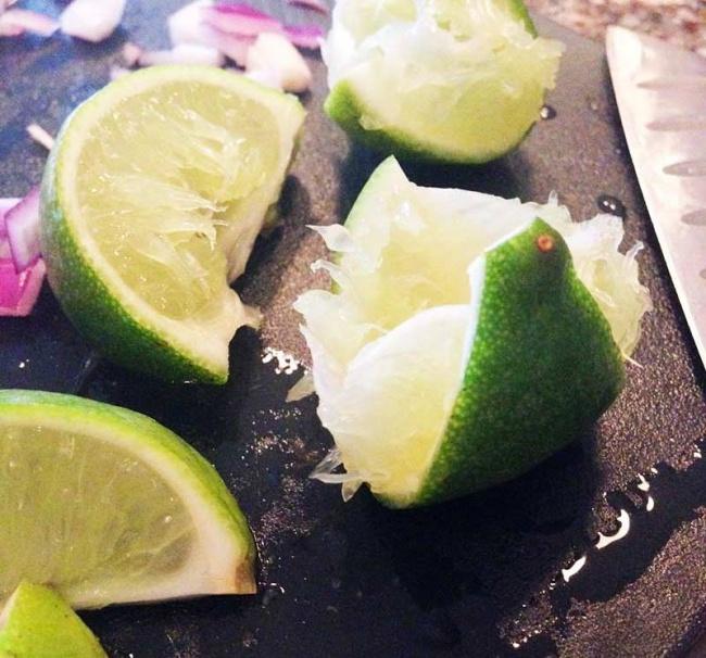 Чтобы получить максимум сока излимона или лайма, положите его вмикроволновку на10–20 секунд при б