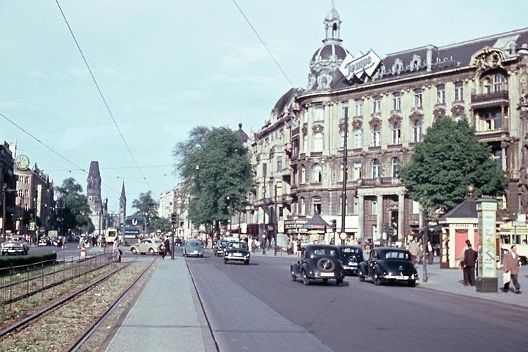 4. Надо сказать, что в Европе 1954 года хватало бедности и разрухи и без военного