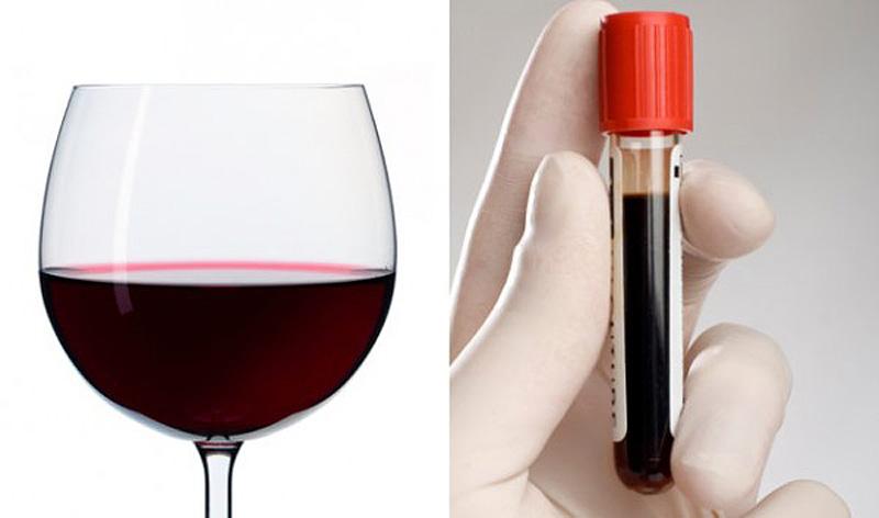 8. Красное вино — кровь Похожее на кровь красное вино богато антиоксидантами и полифенолами, включая