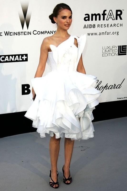 6. Натали Портман решилась одеть в 2008 году в Канны смелый белый наряд от французского модного дома