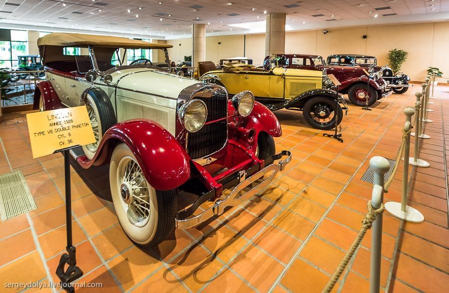 16. На переднем плане Lincoln 1928 года, за ним Ford 1930-го.