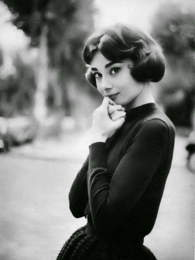 Актриса вовремя перерыва насъемках фильма «Любовь после полудня». Ноябрь 1956г.