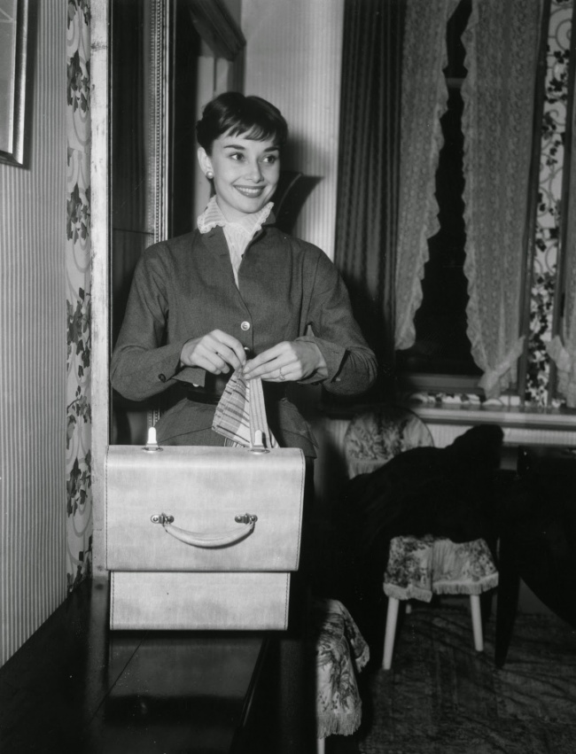 Одри Хепберн вееномере отеля вРиме. Октябрь 1952г.