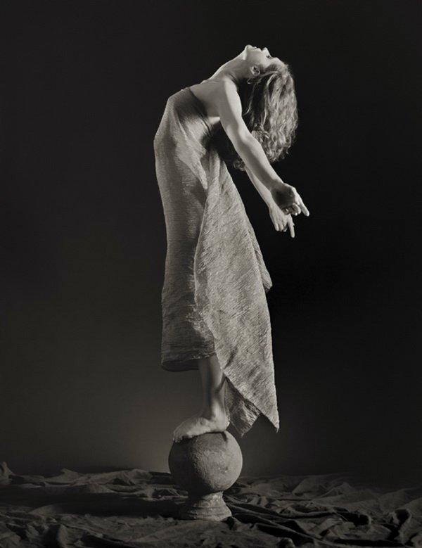 Ещё одна большая страсть фотографа – предметы искусства 19-го века и антиквариат. Свой стиль фотогра