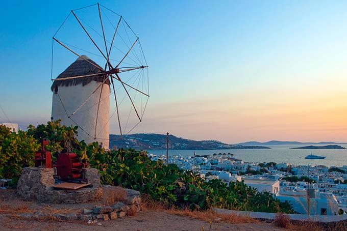 2. Парос Мифы: В древности остров сказочно разбогател на добыче белоснежного паросского мрамора&mdas