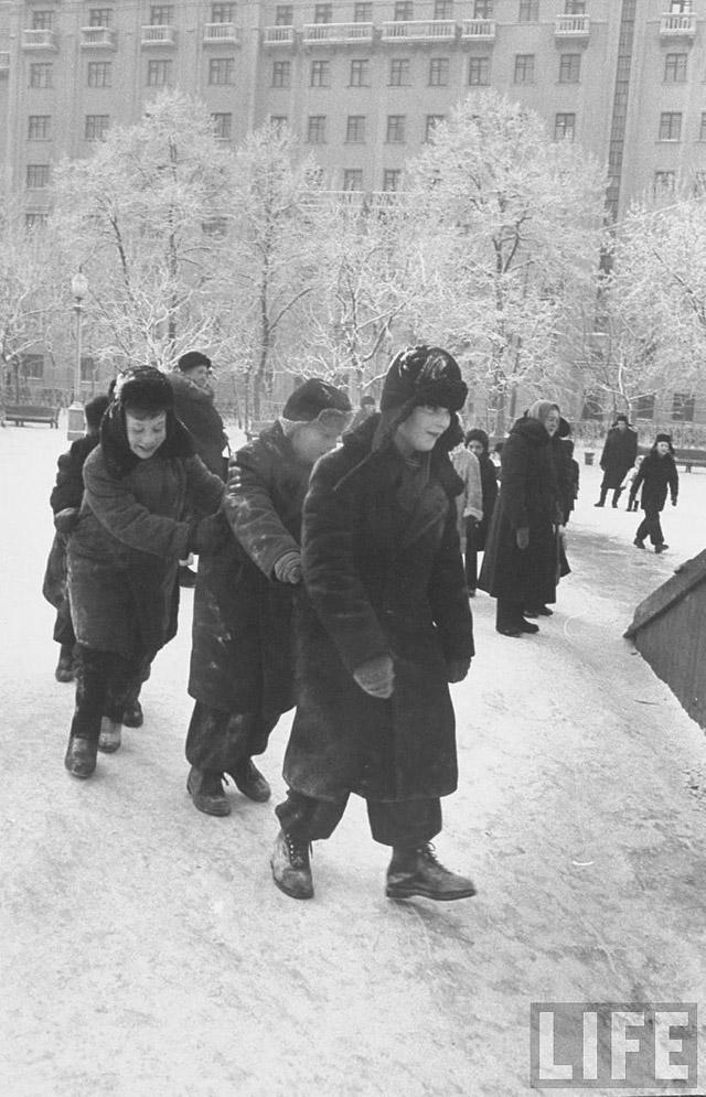 28. Советские дети.