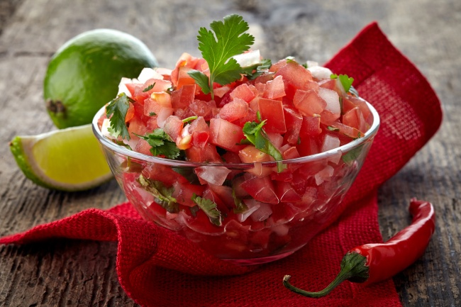 © popweightloss  Рецепт. Ингредиенты (на 8 порций): 4 помидора 2 больших огурца 2 болгарских п