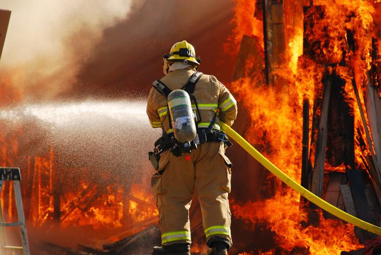 Десятилетний парень вынес изгорящего дома годовалую сестренку