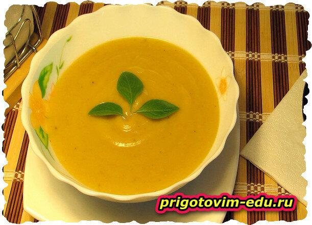 Суп-пюре из кабачков с сухарями