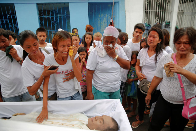 Diane Agregado, the daughter, and other relatives of Reynaldo Agregado, who was killed in a police a