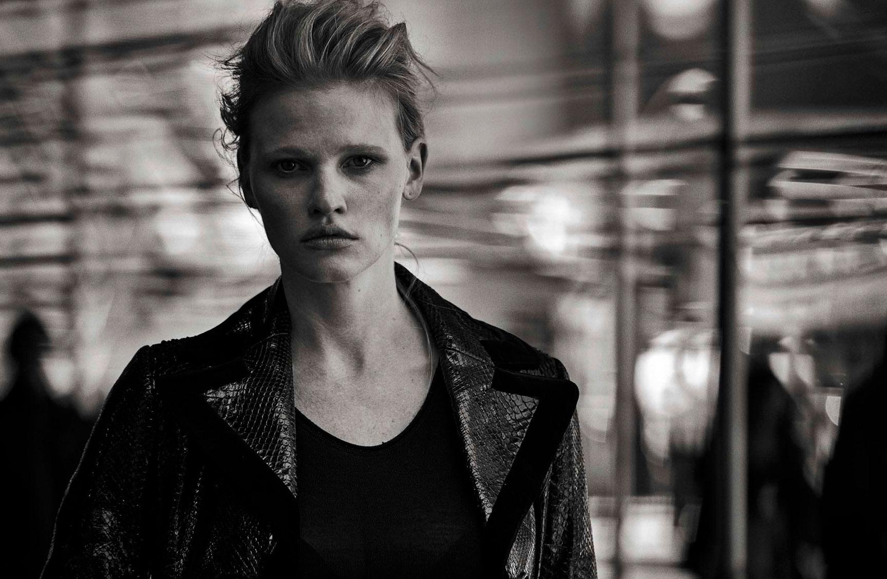 Lara Stone - Walking by Peter Lindbergh - Vogue Italia october 2016