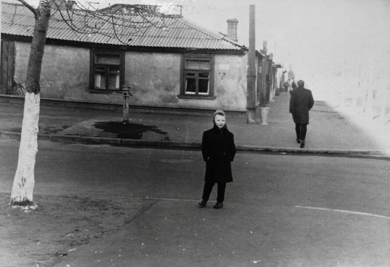 1964. Пересечение Стрелецкой улицы и 4-ого Стрелецкого переулка. (автор Смолов А.А.)