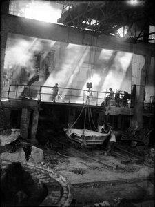 Челябинск. Электрометаллургический комбинат. Ферросплавный завод. Идет плавка. 1935