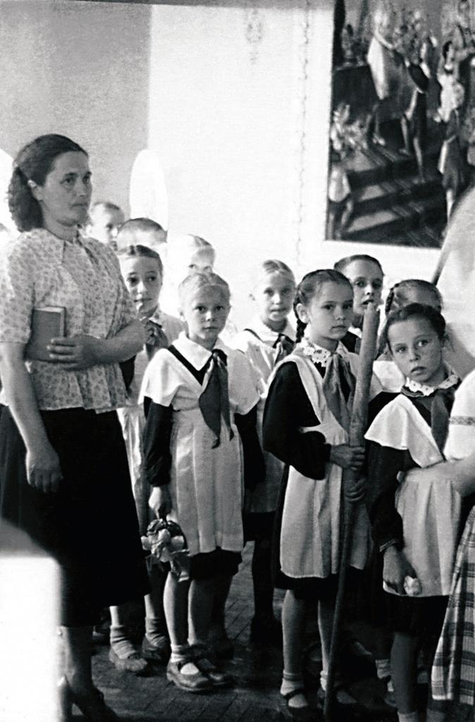 Копейск. Участники первого городского фестиваля художественной самодеятельности пионеров и школьников. Перед выступлением