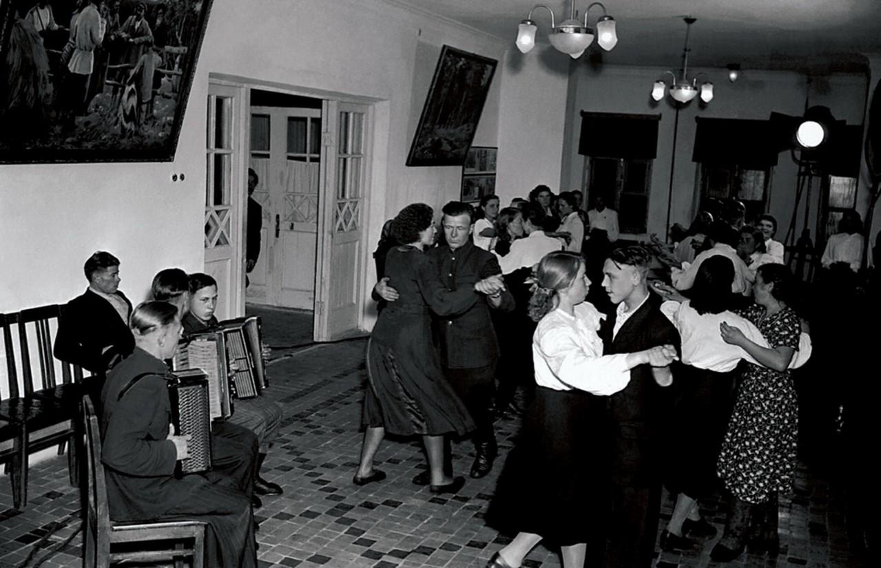 Поселок Увельский. Дом культуры. Танцы