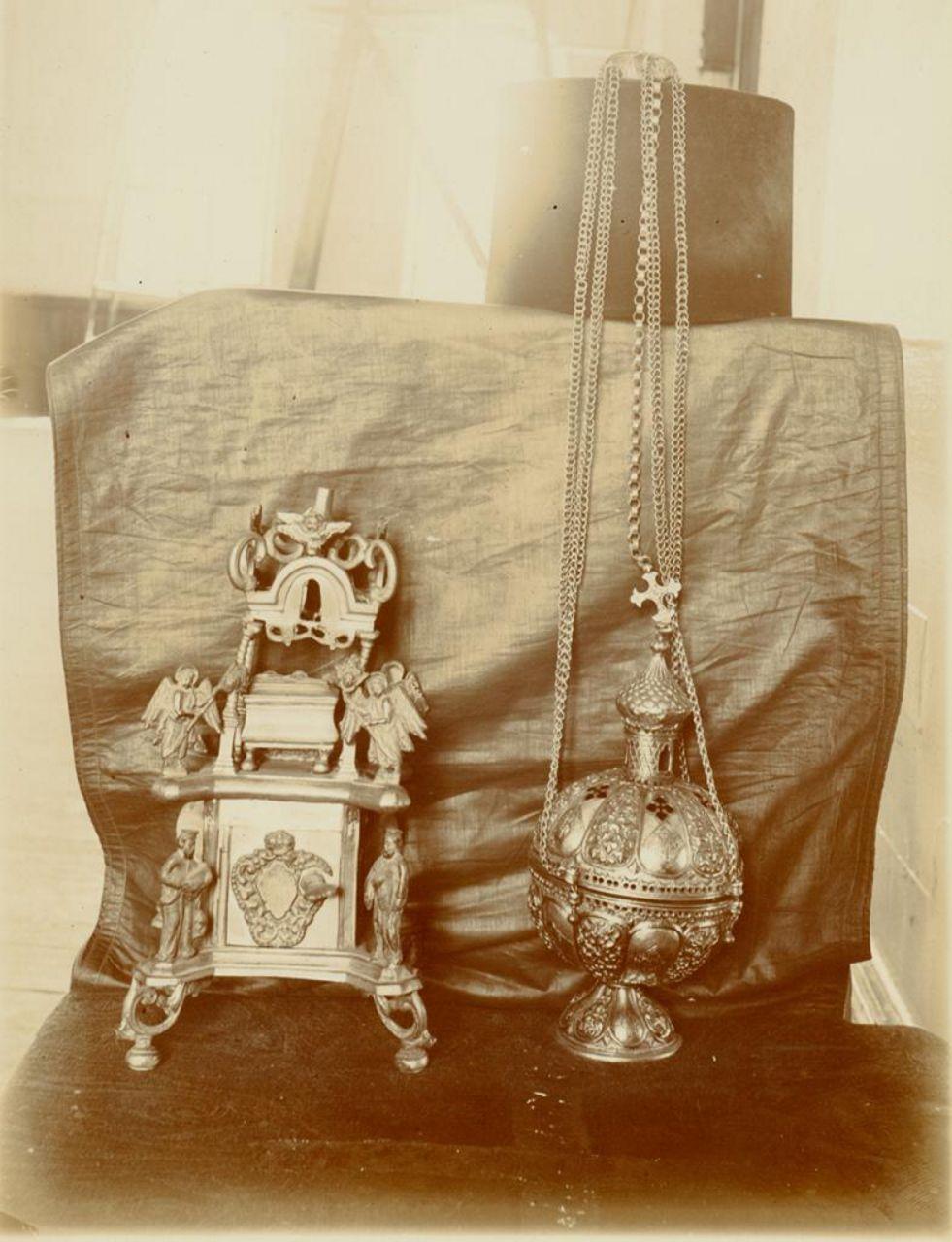 Церковная утварь. Серебряное кадило 1636 г. и оловянная дарохранительница. 1901