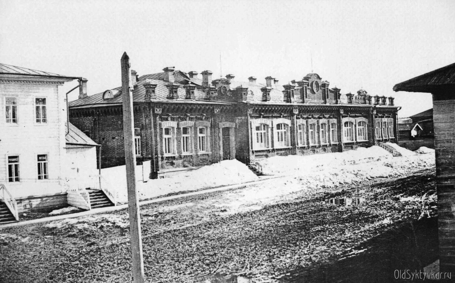 Здание земской больницы