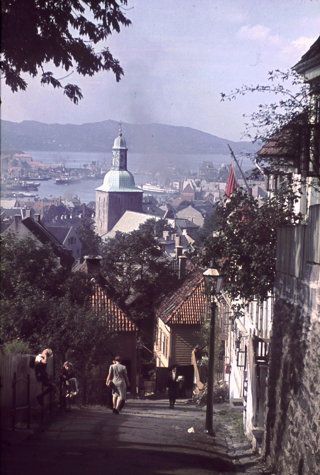 Берген. Вид на Бергенский собор и гавань