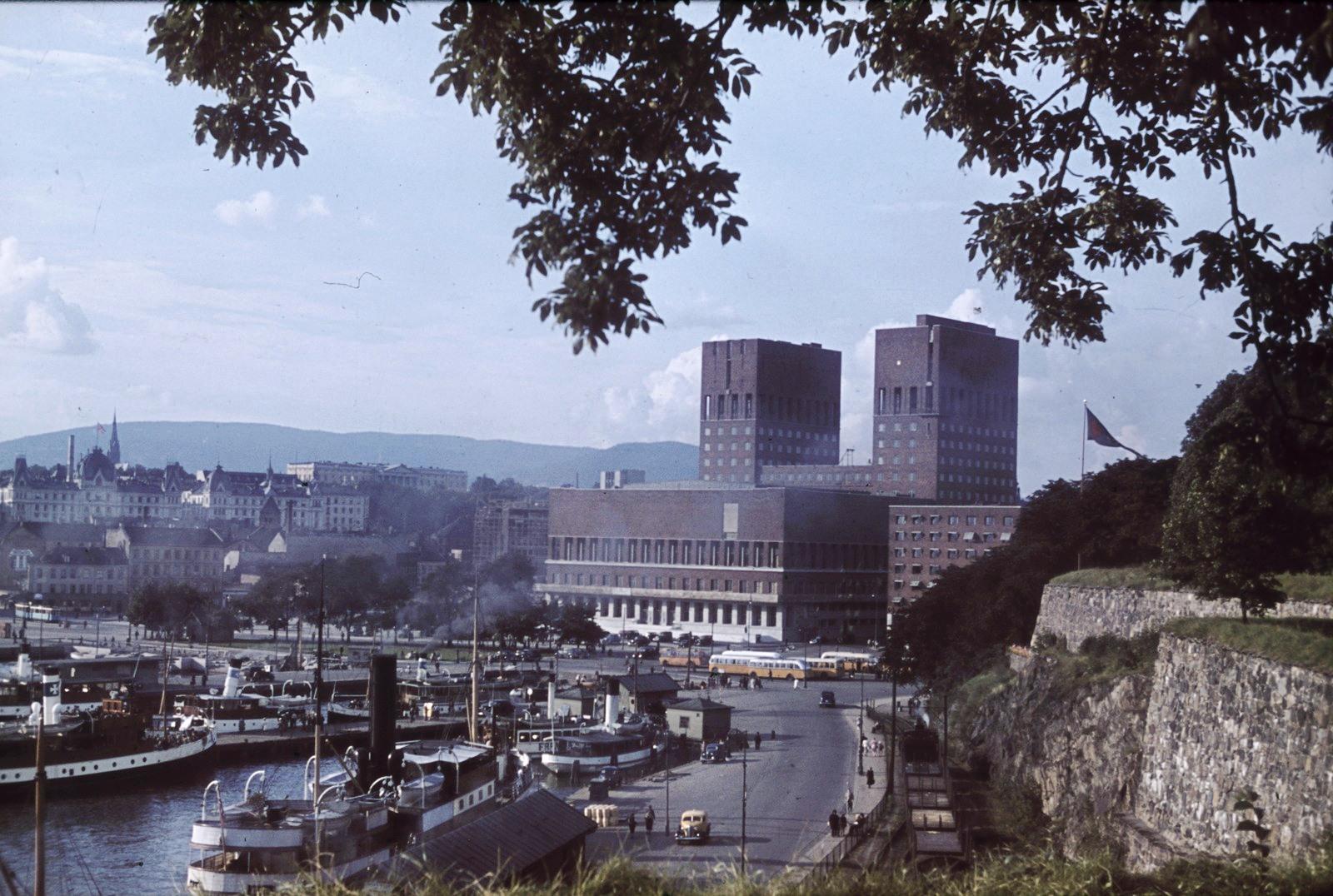 Осло. Вид на район с гаванью и ратушей