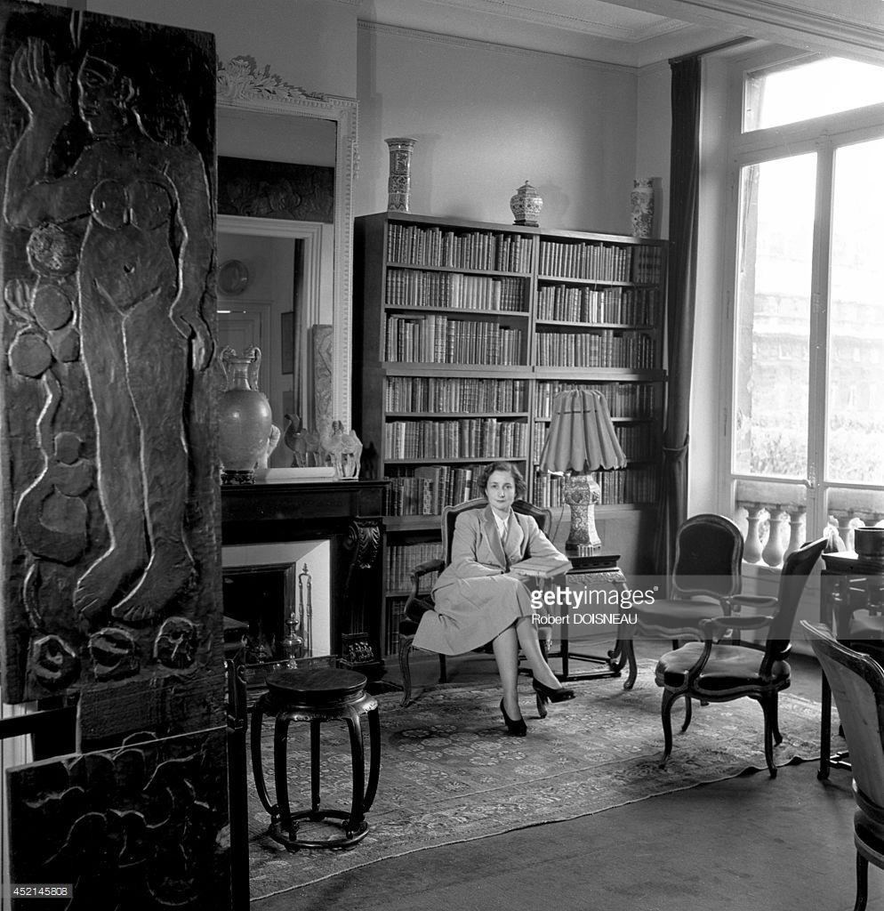 1950. Скульптурная деревянная дверь от «Maison du Jouir» («Дома наслаждений») Поля Гогена в Атуоне. Пале-Рояль