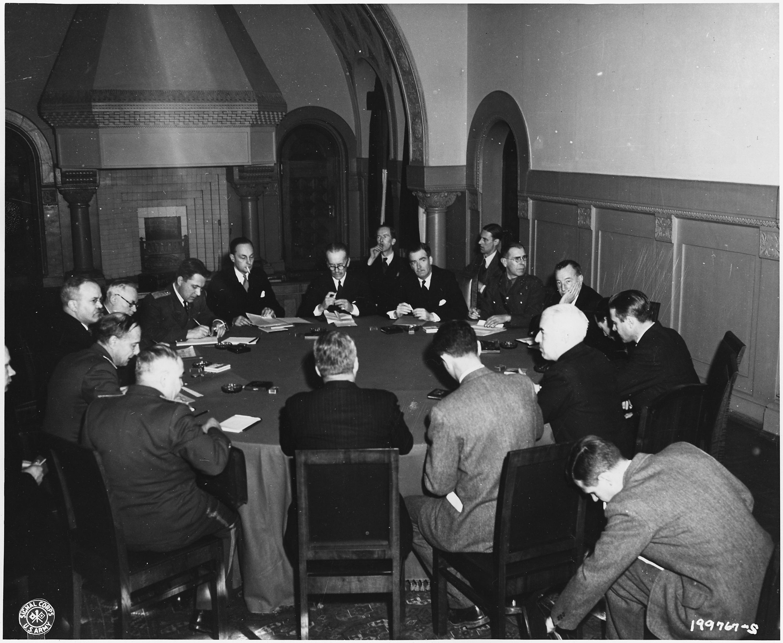 В. Молотов, Э. Иден и государственный секретарь США Эдвард Стеттиниус