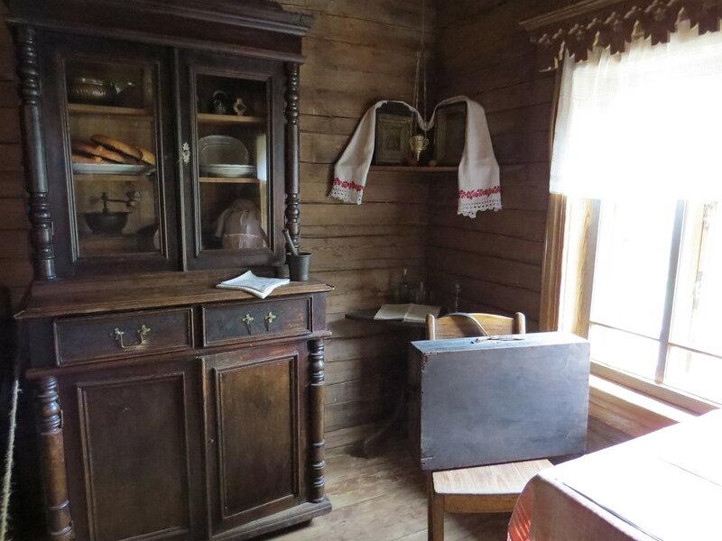 Шкаф с посудой. Витославлицы в Великом Новгороде