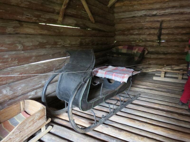 Сани в хлеву. Витославлицы в Великом Новгороде