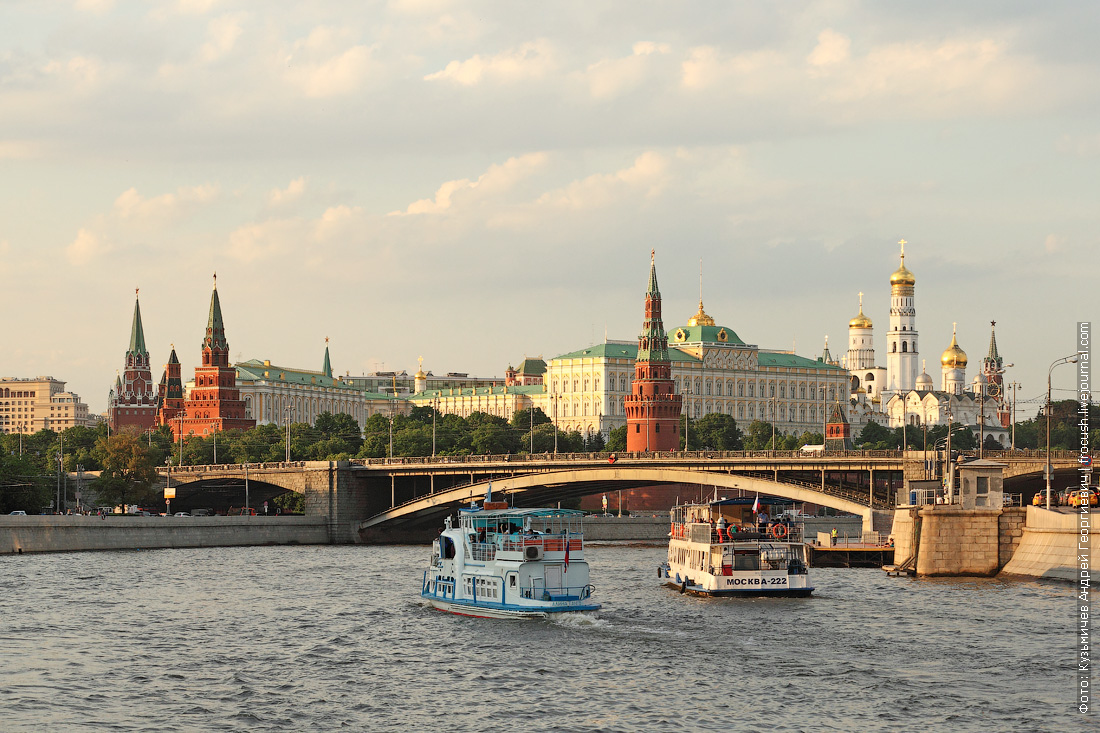 теплоходы Алина танго и Москва-222