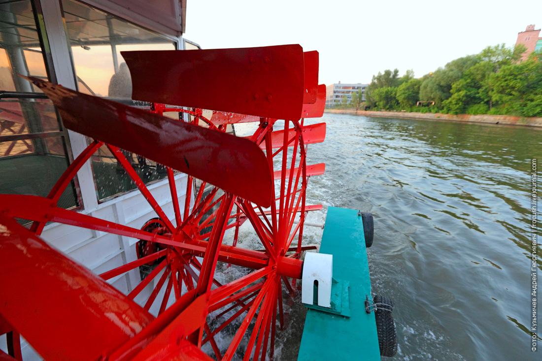 колесо колесно-движетельного рулевого комплекса теплохода колесов