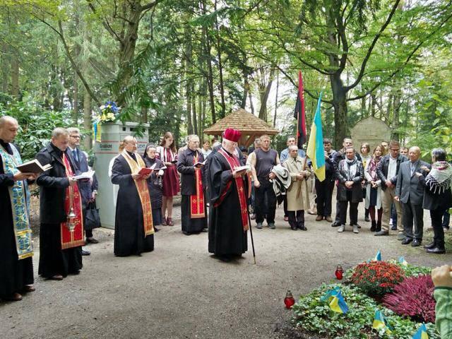 Посол в Германии Мельник принял участие в панихиде на могиле Бандеры. ФОТО