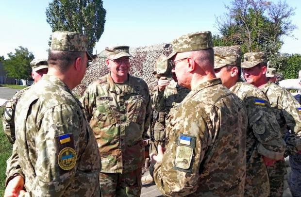 В Москве уже истерика: Командующий сухопутными войсками Вооруженных сил США посетил зону АТО (фотофакти)