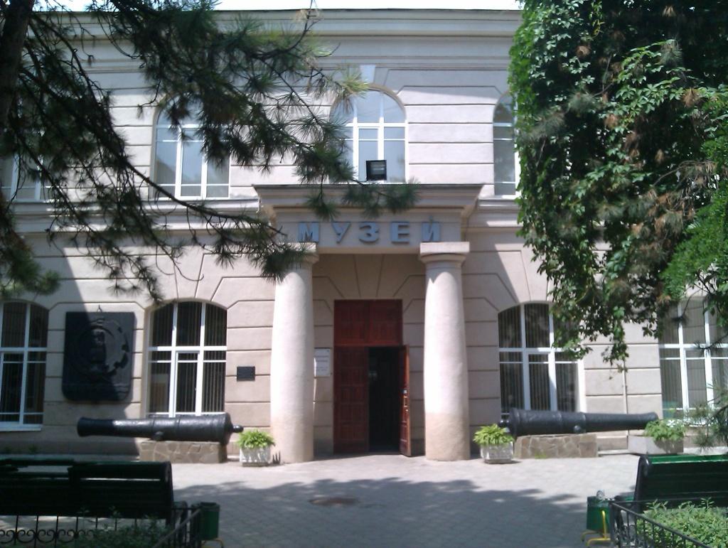 Так, в Ростовском областном музее краеведения собрана вся история Донского края. Любителям истории м