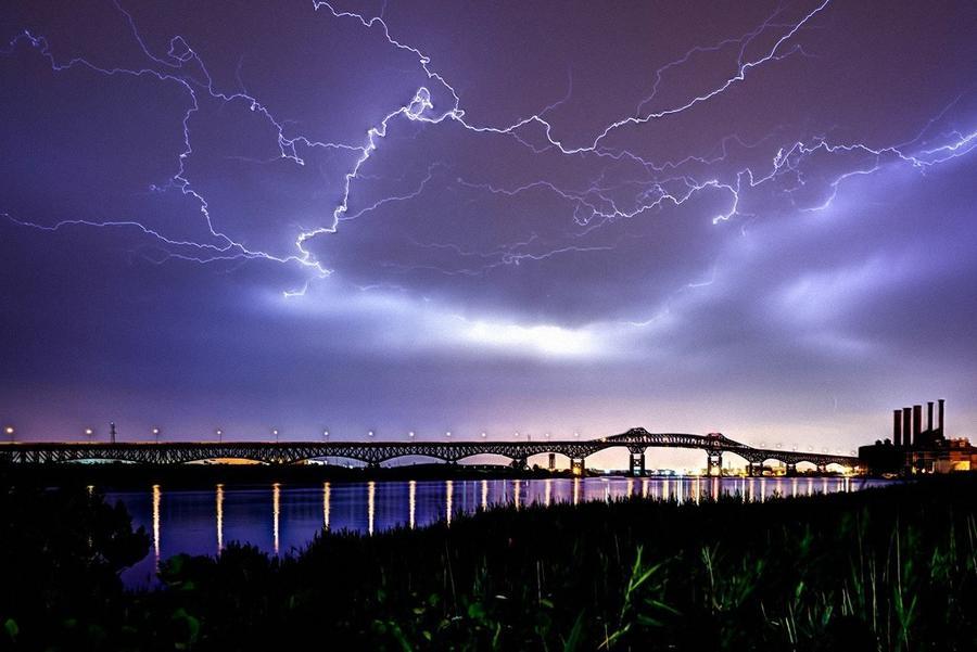 5. На небе в течение дня по всей Земли появляется 8,6 миллионов молний, с помощью которых вполне мож