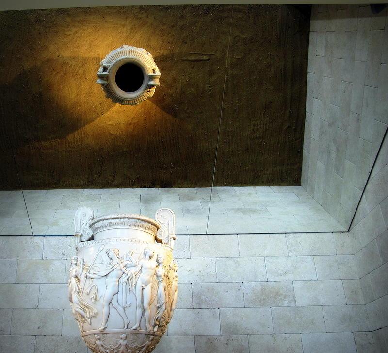 24. Поскольку вино зародилось в древнейшие времена, то и музей начал с них же.