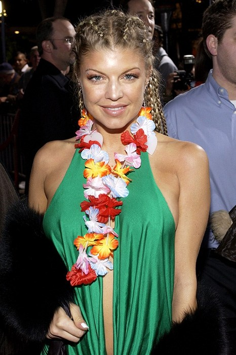 Певица Ферги в 2004 году с косичками и дредами.
