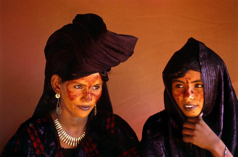 Женщины — хранительницы культурного наследия, именно они обучены грамоте, продолжают фольклорную тра