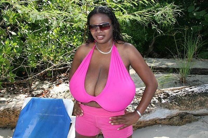 5.Хотя и не официально, Миосотис считается обладательницей самой большой груди.