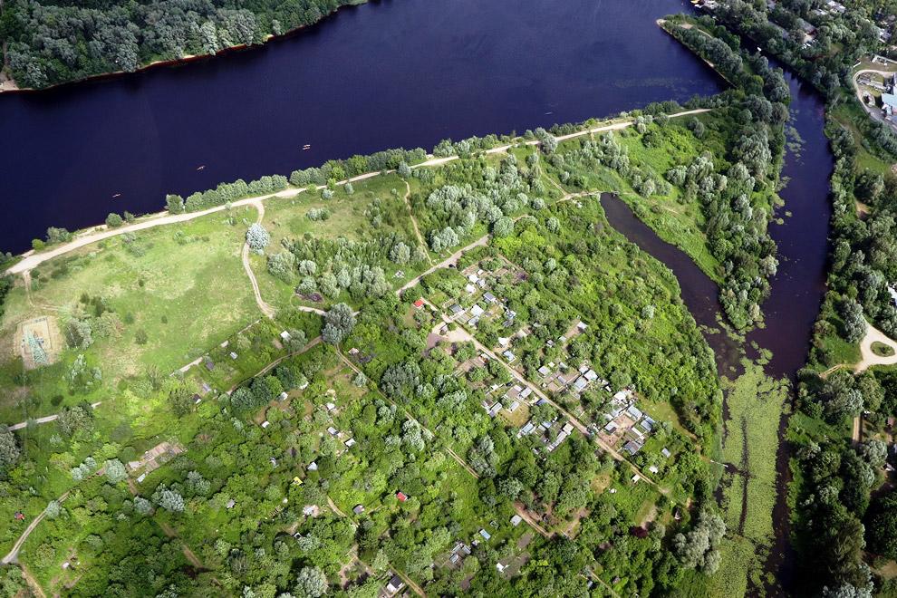 Исторический центр Риги располагается в нижнем течении Даугавы, а северные пригороды находят