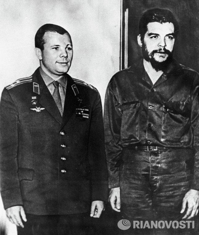 Будучи марксистом, Эрнесто Че Гевара упрекал «братские» социалистические страны (СССР и Китай) в нав