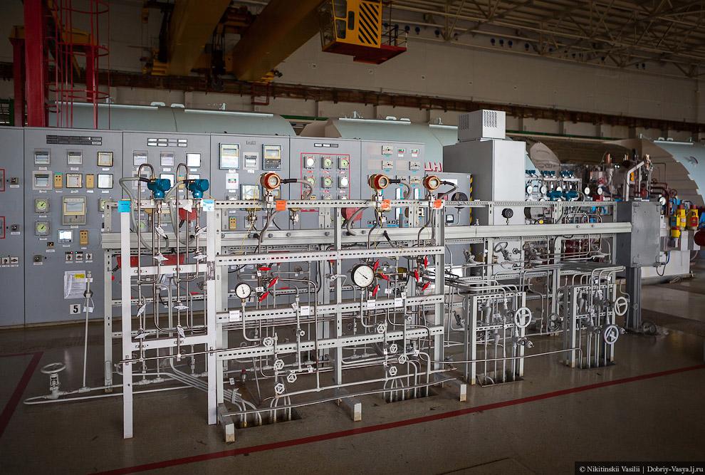 40. Отработавший пар конденсируется и в жидком виде вновь подается к реактору.