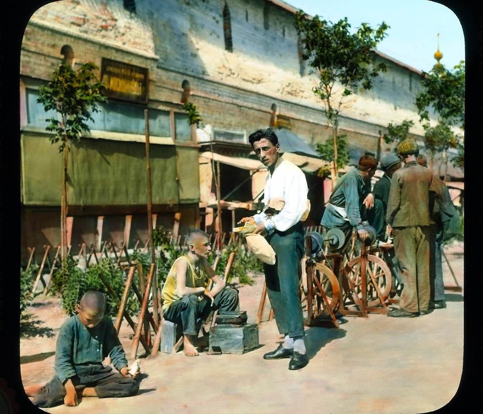 Предок Сильвестра Сталлоне торгуется у Китайгородской стены