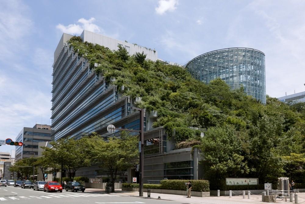 Международный зал в Японии Здание международного зала ACROS в городе Фукуока (Fukuoka) — зеленый оаз