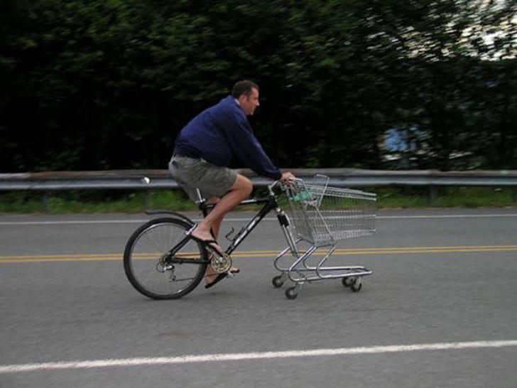 Один из недостатков велосипеда по сравнению с автомобилем — нехватка места для хранения и перевозки